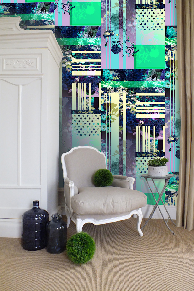 Daisy Chain Wallpaper by Kate Usher Studio: eclectic  by Kate Usher Studio, Eclectic