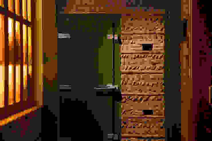 Materiales y cromatismo Gastronomía de estilo mediterráneo de ALBERT SALVIA dissenyador d'interiors Mediterráneo