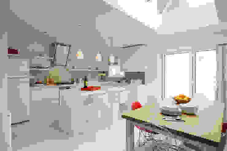 Bright, light Kitchen extension with roof lantern Modern kitchen by ZazuDesigns Modern