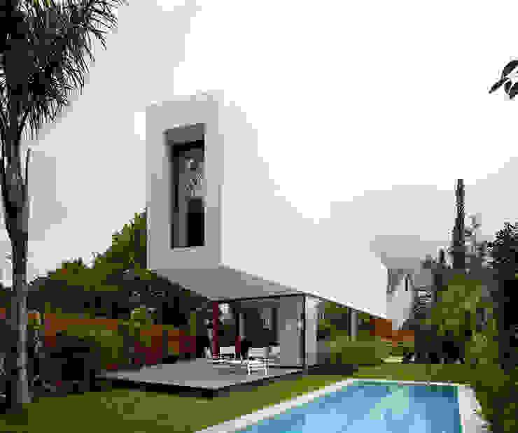 Minimalistische Häuser von THK Construcciones Minimalistisch