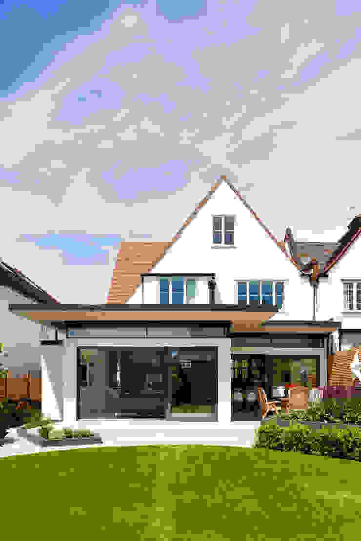 Broadgates Road SW18 BTL Property LTD Casas de estilo moderno