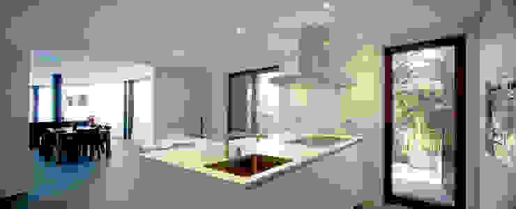 Construcción de vivienda unifamiliar en Vilassar de Mar, Maresme, Barcelona Cocinas de estilo minimalista de THK Construcciones Minimalista
