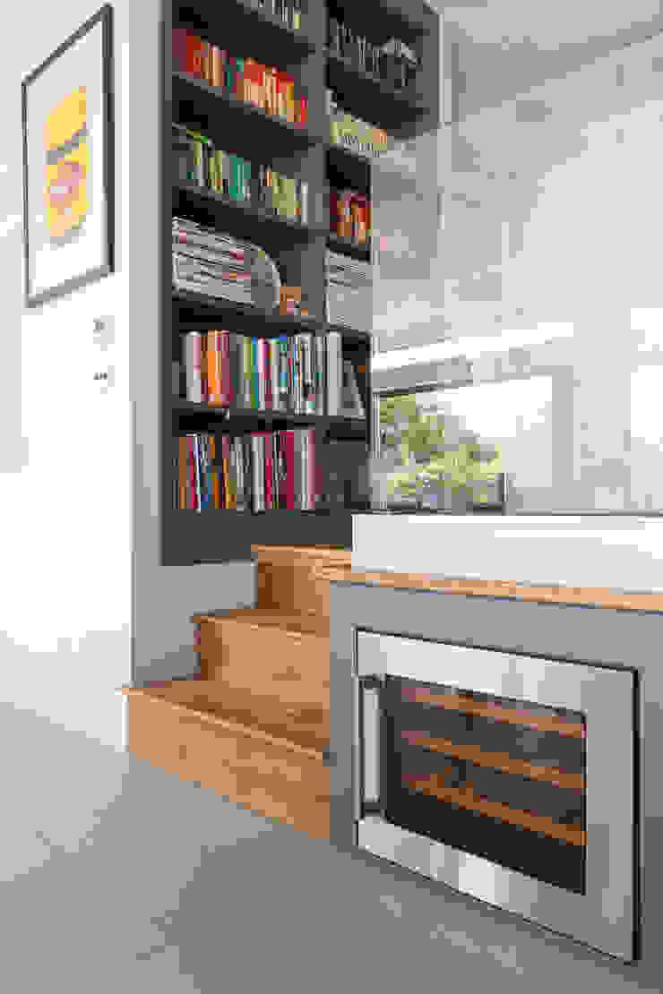 Broadgates Road SW18 BTL Property LTD Pasillos, vestíbulos y escaleras de estilo moderno