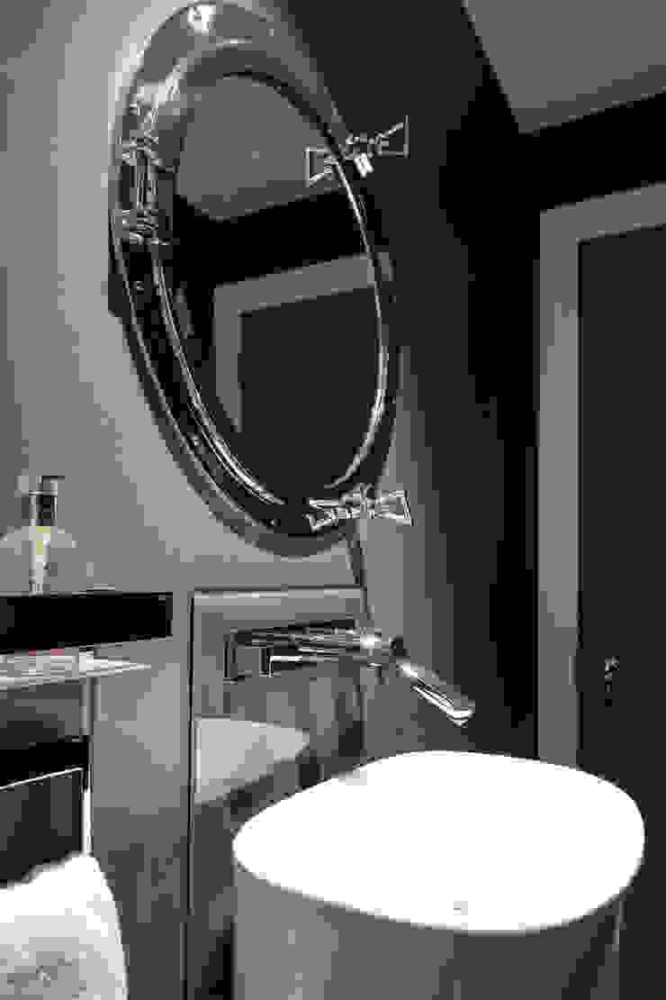 Photography for Kingshall Estates / Vastu Interiors—House in Northwood, London Modern bathroom by Adelina Iliev Photography Modern