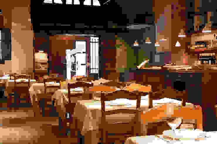 Vista general del espacio Gastronomía de estilo mediterráneo de ALBERT SALVIA dissenyador d'interiors Mediterráneo