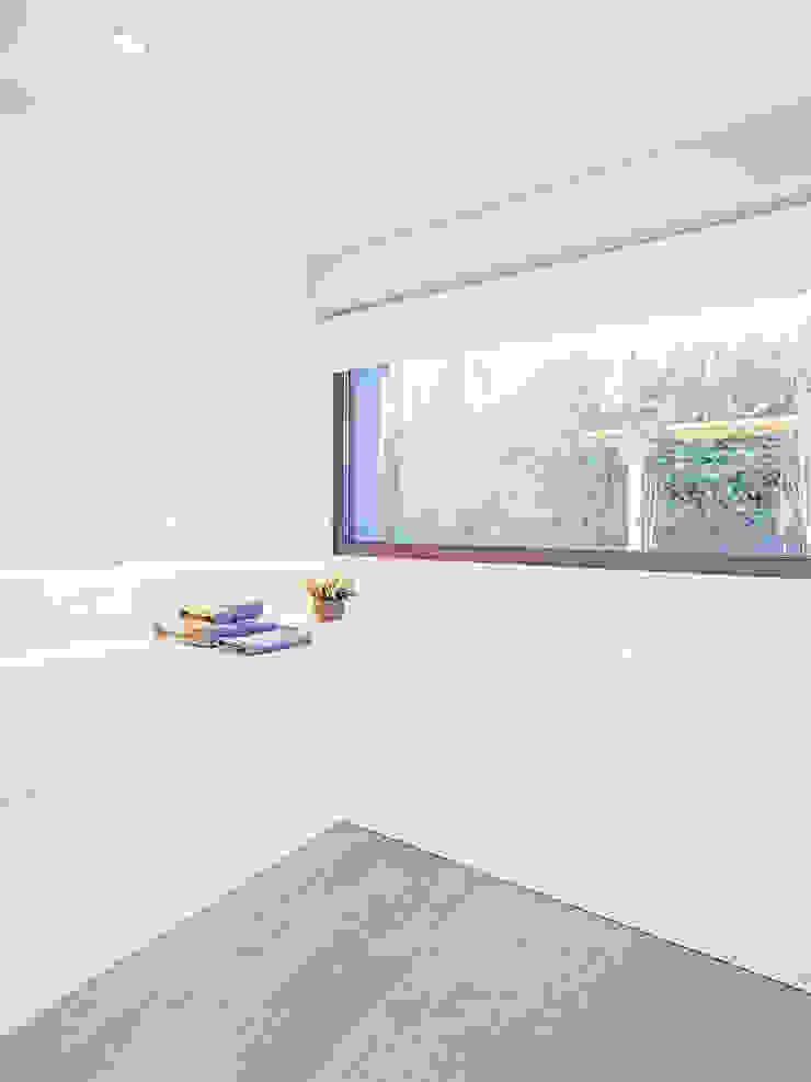 Modern style bathrooms by Tarimas de Autor Modern