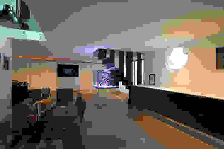 Bespoke Luxury Aquarium Modern living room by Aquarium Architecture Modern