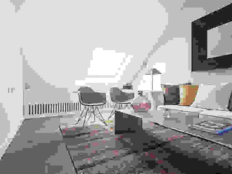 Living room by Tarimas de Autor
