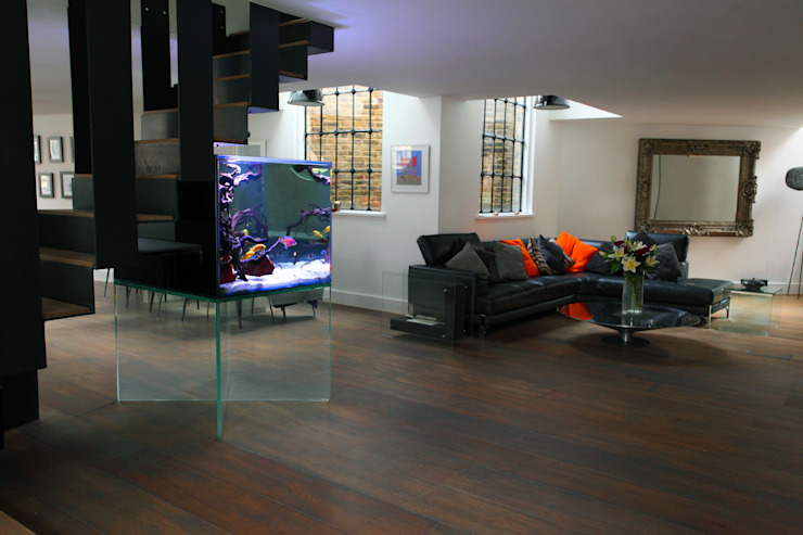 Custom Made Glass Aquarium Livings modernos: Ideas, imágenes y decoración de Aquarium Architecture Moderno
