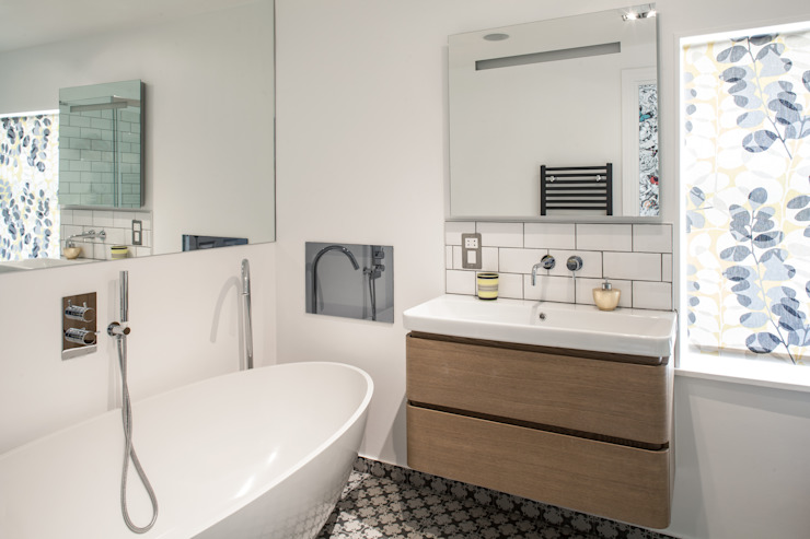 Photography for Red Squirrel Architects—House extension, South London Modern bathroom by Adelina Iliev Photography Modern