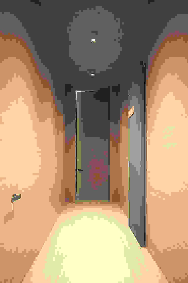 ЭНЕРГОЭФФЕКТИВНЫЙ ДОМ ГР-2 Окна и двери в стиле минимализм от Grynevich Architects Минимализм