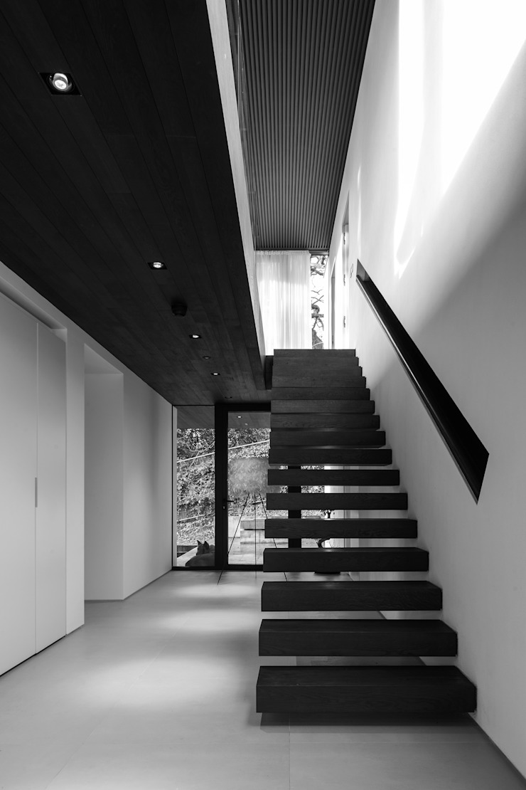 Photography - house in Bromley, private client Minimalist corridor, hallway & stairs by Adelina Iliev Photography Minimalist