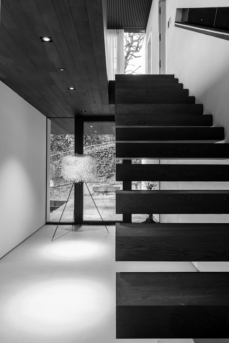 Photography—house in Bromley, private client Minimalist corridor, hallway & stairs by Adelina Iliev Photography Minimalist