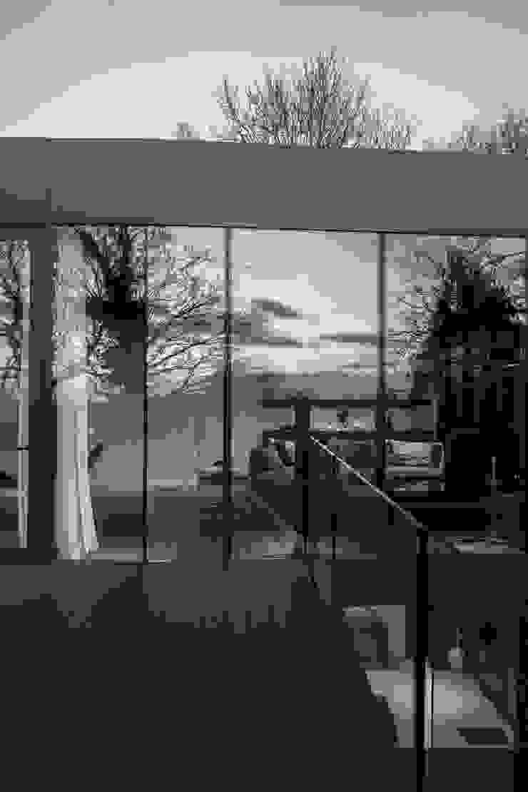 Photography – house in Bromley, private client Varandas, alpendres e terraços minimalistas por Adelina Iliev Photography Minimalista