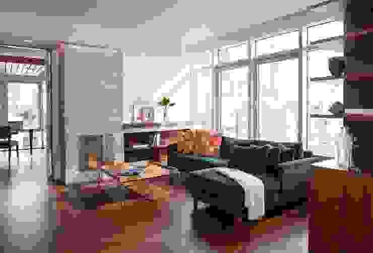 Living room Modern Living Room by Eisner Design Modern