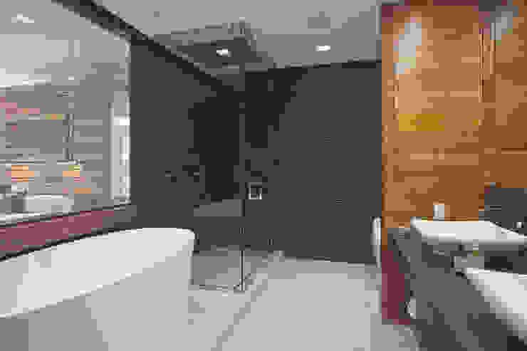 E 53rd St Apartment, NYC Modern Bathroom by Eisner Design Modern