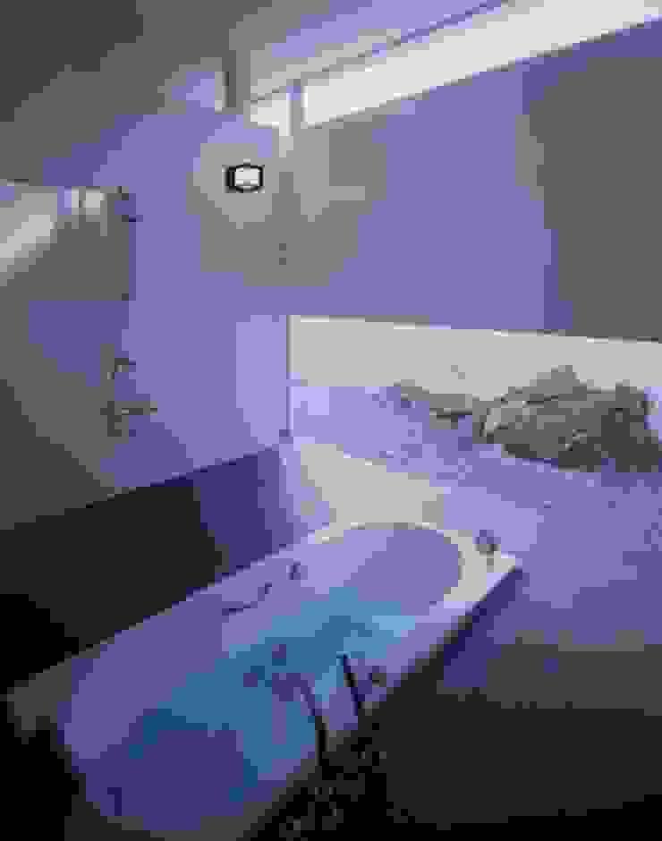 伊豆高原の家 モダンスタイルの お風呂 の 水谷壮市 モダン