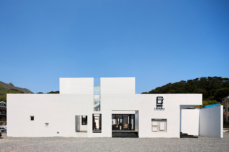 Houses by hyunjoonyoo architects,
