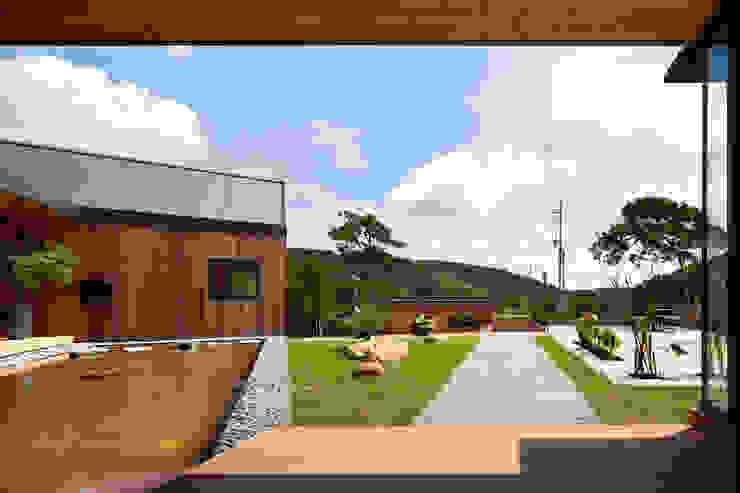 hyunjoonyoo architects Modern style gardens