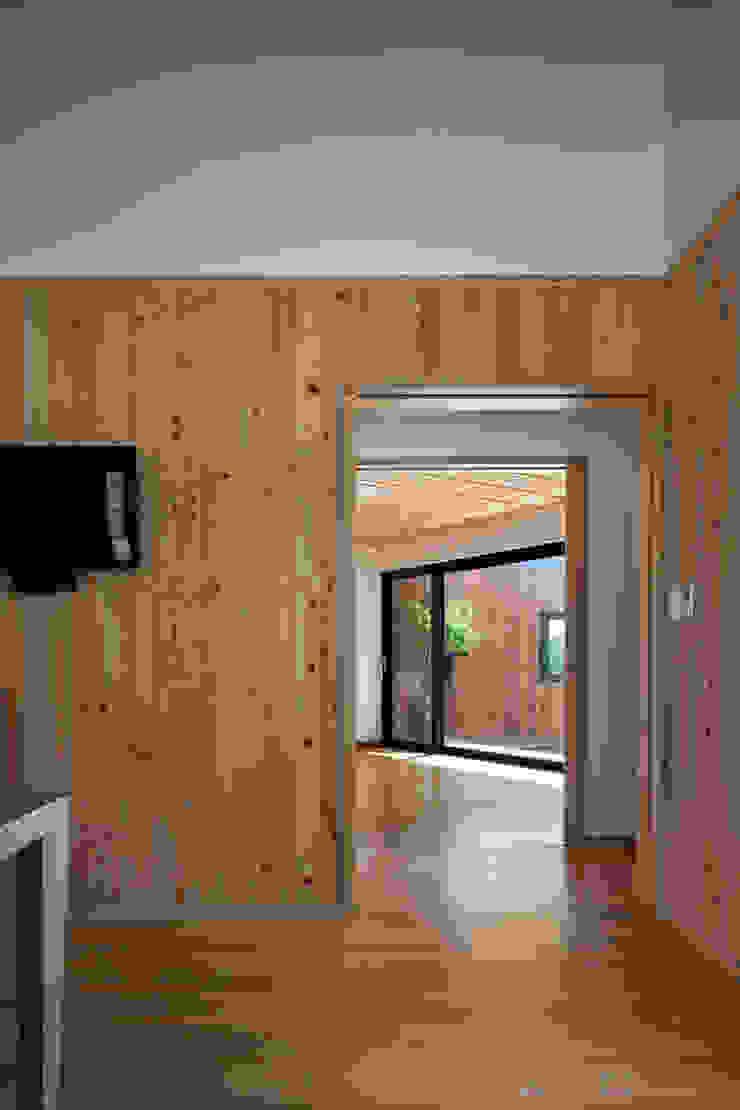 hyunjoonyoo architects Finestre & Porte in stile moderno