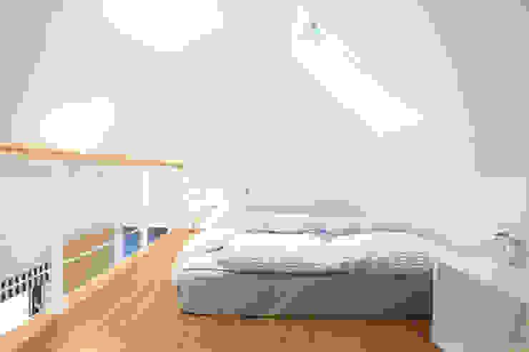 자녀방 다락침실: 주택설계전문 디자인그룹 홈스타일토토의  침실,모던