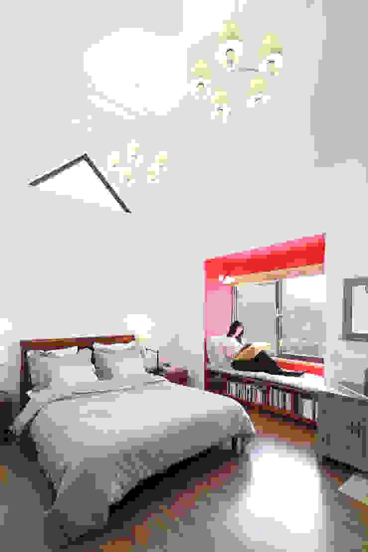 Dormitorios de estilo moderno de 주택설계전문 디자인그룹 홈스타일토토 Moderno