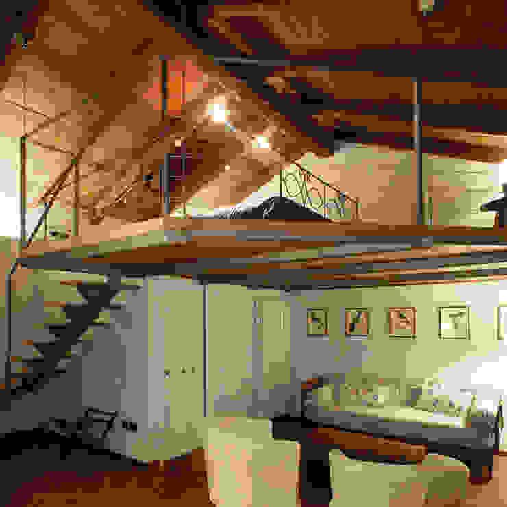 Camera con soppalco Hotel in stile classico di Architetti Barbero Associati Classico
