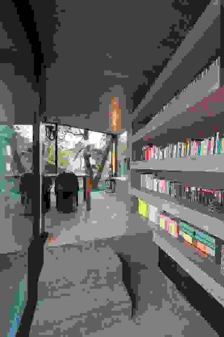 Moderne gangen, hallen & trappenhuizen van L3P Architekten ETH FH SIA AG Modern
