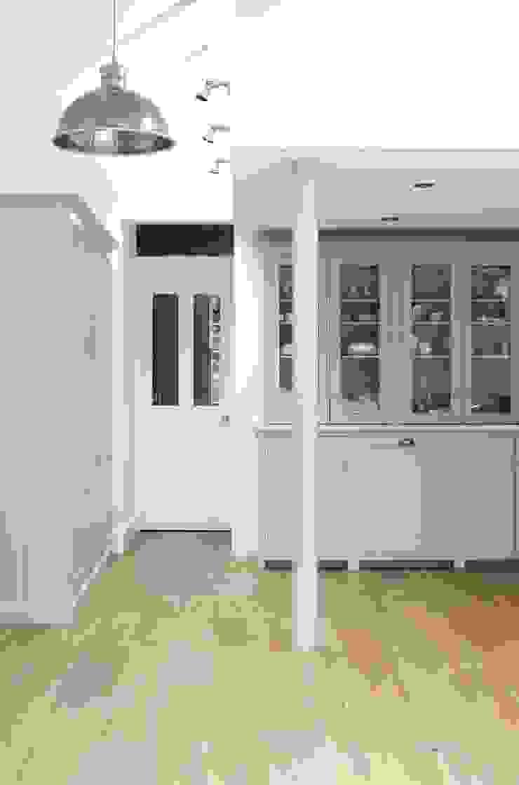 The Kew Shaker Kitchen by deVOL Scandinavian style kitchen by deVOL Kitchens Scandinavian