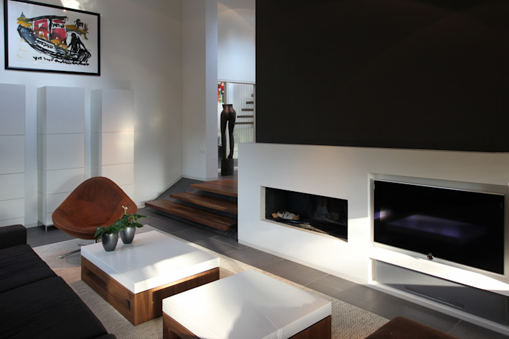 Modern Living Room by Leonardus interieurarchitect Modern