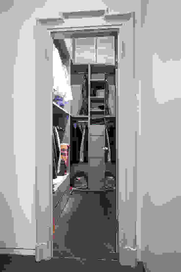 Minimalist dressing room by bdastudio Minimalist