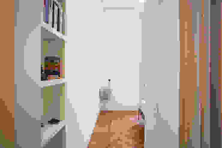 Modern style bedroom by bdastudio Modern