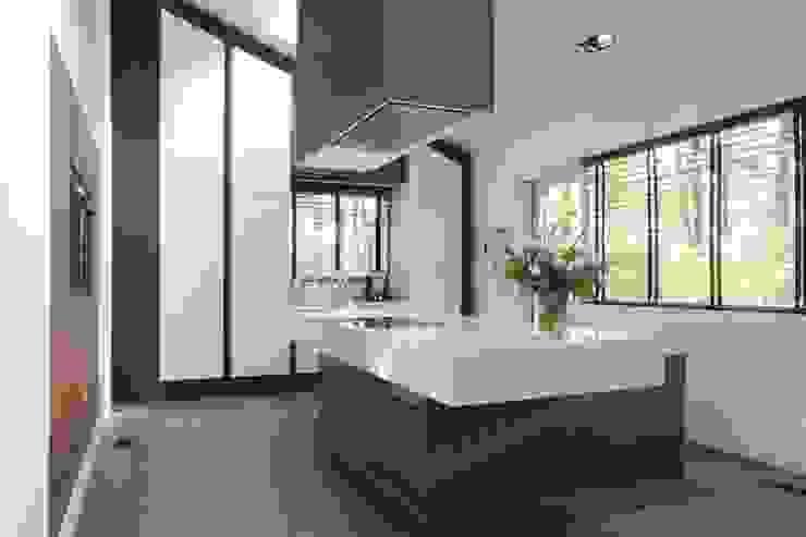 Kookeiland met spoelunit Moderne keukens van Leonardus interieurarchitect Modern