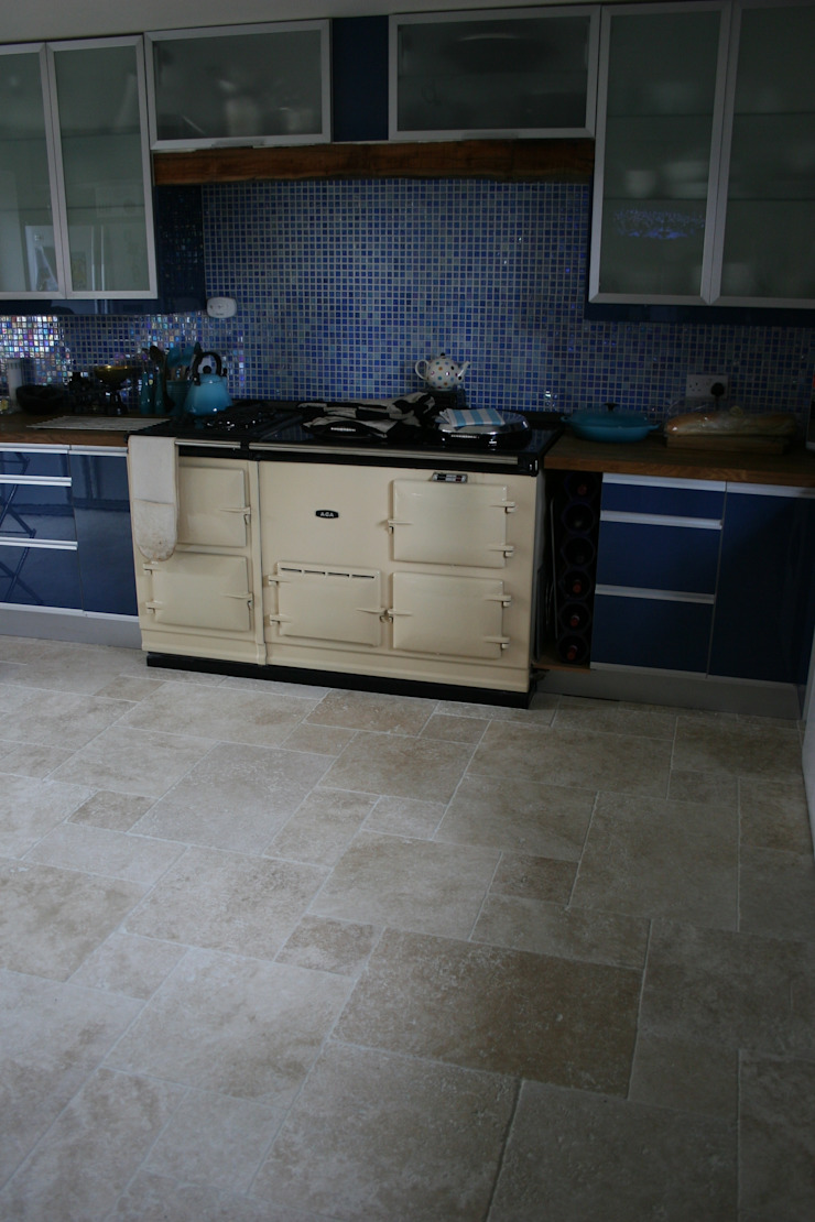Light Tumbled Travertine Eclectic style kitchen by Floors of Stone Ltd Eclectic