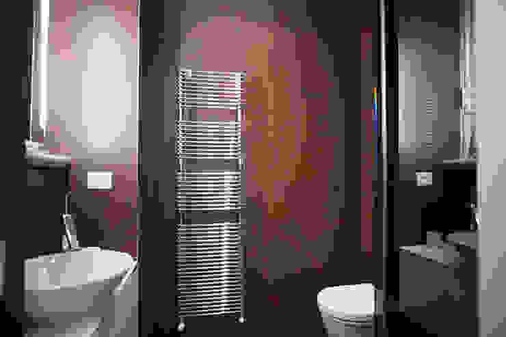 Minimalist bathroom by bdastudio Minimalist