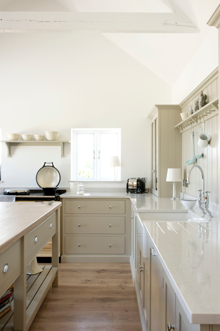 The Warwickshire Barn Shaker Kitchen Country style kitchen by deVOL Kitchens Country