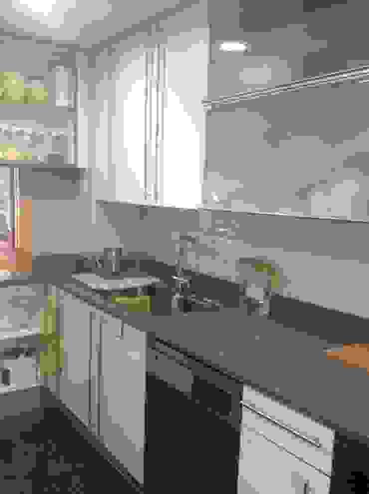 Feng Shui en una vivienda de Premià de Dalt Cocinas de estilo minimalista de Feng Shui Cristina Jové Minimalista