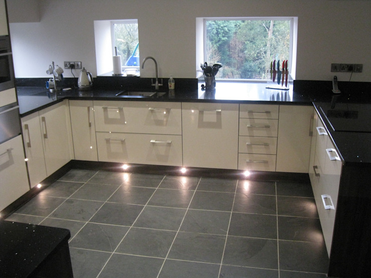 Southview || Brazilian Black Slate Modern kitchen by Floors of Stone Ltd Modern