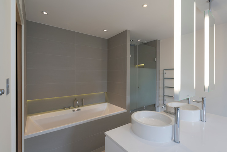 Kensington Penthouses Minimalist bathroom by DDWH Architects Minimalist