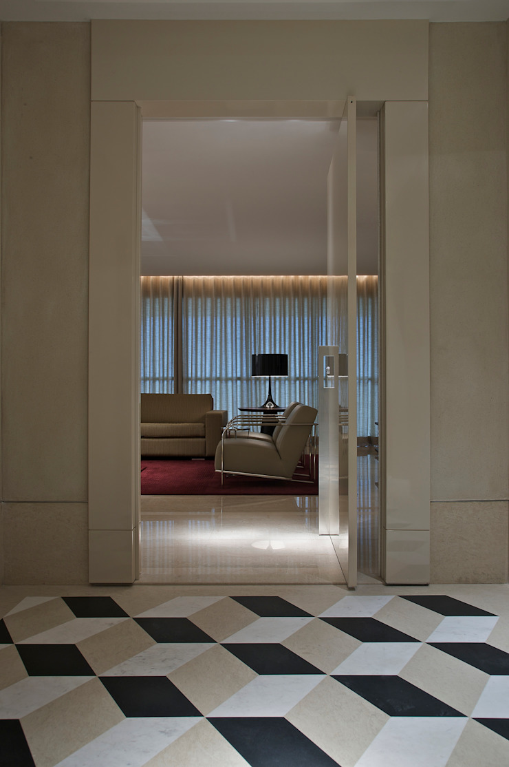 APARTAMENTO BELVEDERE Corredores, halls e escadas modernos por João Carlos Moreira Filho & Maria Thereza Terence Moderno