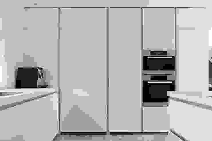 Apparatenkast:  Keuken door Leonardus interieurarchitect,