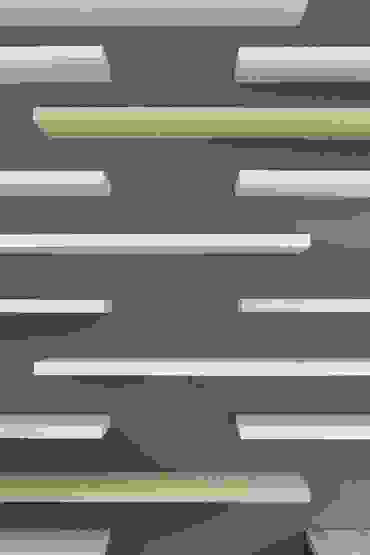 Ikea schappen: modern  door Leonardus interieurarchitect, Modern