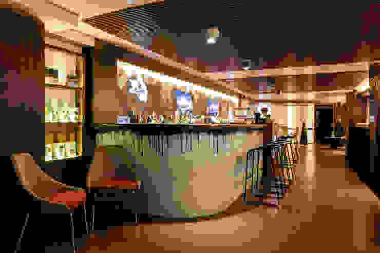 THE CLUBBER. PALMA DE MALLORCA. ISLAS BALEARES. Gastronomía de estilo moderno de INTERTECH ESPACIO CREATIVO Moderno