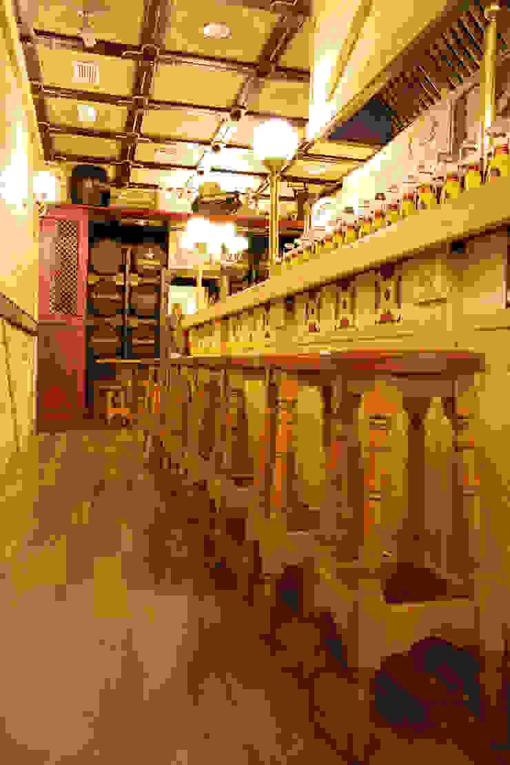 BRANDENWURST. BARCELONA Gastronomía de estilo rústico de INTERTECH ESPACIO CREATIVO Rústico