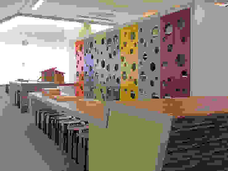 Ontdekruimte met speelkast Moderne scholen van Leonardus interieurarchitect Modern