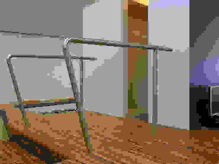 Trap naar bibliotheek Moderne scholen van Leonardus interieurarchitect Modern