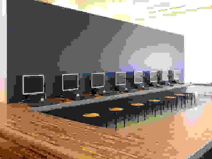 Computerruimte Moderne scholen van Leonardus interieurarchitect Modern