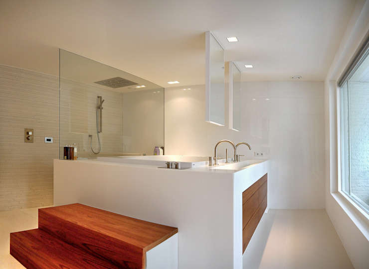 Modern bathroom by Leonardus interieurarchitect Modern
