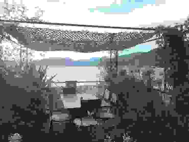 zona pranzo con rete ombreggiante aperta GARDENStudio 'il giardiniere goloso'