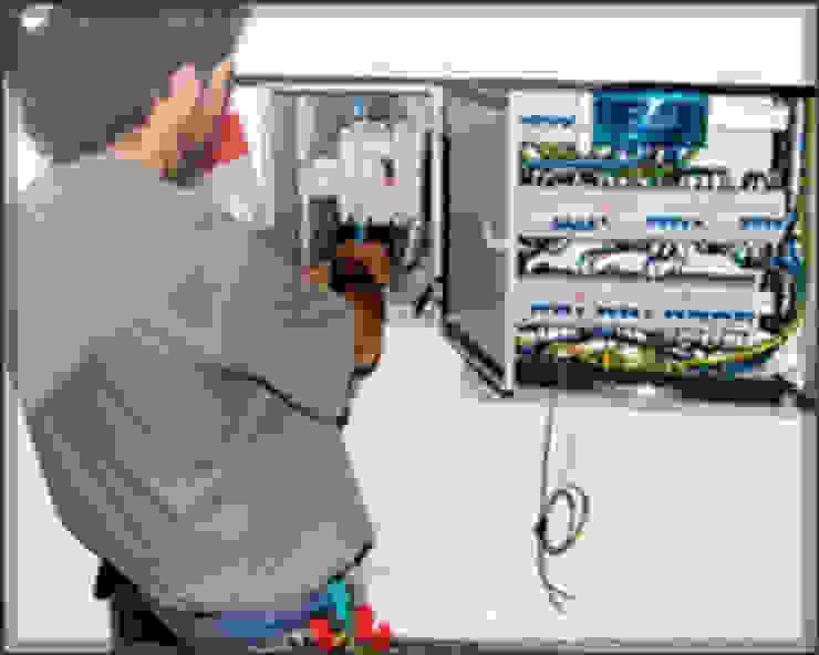 Grupo Electrón - Instalaciones eléctricas Oficinas y bibliotecas de estilo moderno de Grupo electrón - Instalaciones eléctricas Moderno